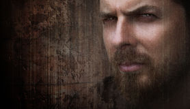 Ritratto artistico dell'uomo freddo con gli occhi piacevoli Fotografia Stock Libera da Diritti