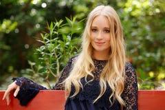 Ritratto attraente della giovane donna Fotografie Stock