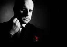 Ritratto in bianco e nero dell'uomo, carattere del tipo di padrino fotografie stock libere da diritti
