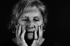 Ritratto in bianco e nero della donna maggiore Immagini Stock Libere da Diritti