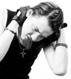 Ritratto in bianco e nero di un giovane Immagini Stock Libere da Diritti