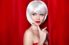 Ritratto biondo di bellezza di modo con i capelli di scarsità bianchi Trucco Sia immagini stock
