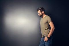 Ritratto casuale di giovane uomo bello Fotografie Stock