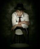 Ritratto che guarda l'uomo dell'agente investigativo del pericolo Immagine Stock