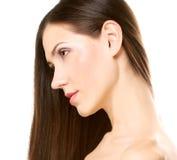 Ritratto con bei capelli lunghi marroni luminosi Fotografie Stock Libere da Diritti
