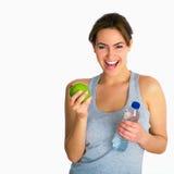Ritratto con la mela ed acqua Immagini Stock Libere da Diritti