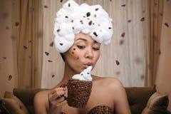 Ritratto creativo di bella donna divertente Fotografia Stock