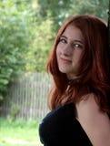 Ritratto dai capelli rosso della ragazza fotografie stock libere da diritti