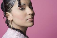 Ritratto degli orli del Medio-Oriente della donna puckered dentro Fotografia Stock