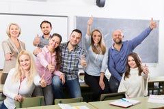 Ritratto degli studenti adulti a classe Fotografia Stock