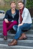 Ritratto dei fratelli gemelli alla moda alla moda Immagini Stock Libere da Diritti