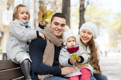Ritratto dei genitori felici con i bambini in autunno Fotografia Stock Libera da Diritti