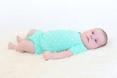 Ritratto dei 2 mesi adorabili di neonata Immagini Stock