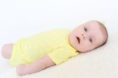 Ritratto dei 2 mesi adorabili di neonata Fotografia Stock Libera da Diritti