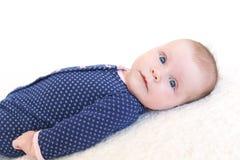 Ritratto dei 2 mesi adorabili di neonata Immagini Stock Libere da Diritti