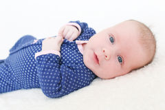 Ritratto dei 2 mesi svegli di neonata Immagine Stock Libera da Diritti