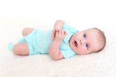 Ritratto dei 2 mesi svegli di neonata Fotografia Stock Libera da Diritti