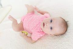Ritratto dei 3 mesi svegli di neonata Immagini Stock Libere da Diritti