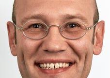 Ritratto dei vetri d'uso sorridenti dell'uomo Fotografie Stock