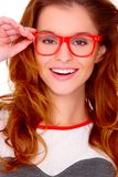 Ritratto dei vetri da portare della giovane donna su bianco Immagini Stock
