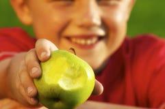 Ritratto del Apple del ragazzo Fotografie Stock Libere da Diritti