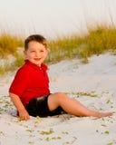 Ritratto del bambino felice sulla spiaggia Immagine Stock