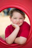 Ritratto del bambino piccolo sul campo da giuoco fotografia stock