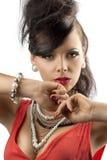 Ritratto del brunette di modo con le mani unite Fotografia Stock