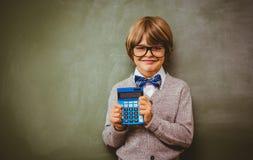 Ritratto del calcolatore sveglio della tenuta del ragazzino Immagini Stock Libere da Diritti