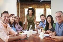 Ritratto del capo femminile With Team In Meeting Fotografia Stock