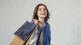 Ritratto del compratore felice stock footage