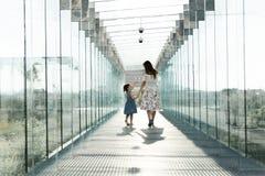 Ritratto del concetto 'nucleo familiare' di amore Sempre felice insieme immagine stock