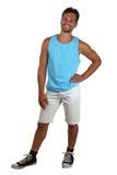 Ritratto del corpo intero di giovane uomo sorridente in camicia del muscolo Immagine Stock Libera da Diritti