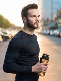 Ritratto del corridore maschio sulla via urbana Fotografia Stock Libera da Diritti
