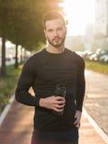 Ritratto del corridore maschio sulla via urbana Fotografie Stock Libere da Diritti