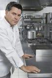 Ritratto del cuoco unico maschio In Kitchen Fotografia Stock