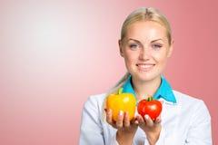 Ritratto del dietista femminile felice immagini stock libere da diritti