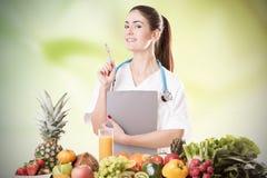 Ritratto del dietista femminile felice immagine stock libera da diritti