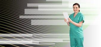 Ritratto del dottore femminile Using Digital Tablet immagine stock