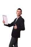 Ritratto del fattorino felice che gesturing i pollici su mentre mostrando Immagini Stock