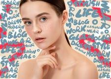 Ritratto del fronte della donna di bellezza con pelle perfetta immagini stock libere da diritti