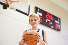 Ritratto del giocatore di pallacanestro maschio della High School Immagine Stock