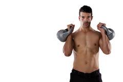 Ritratto del giocatore senza camicia di sport che si esercita con le campane del bollitore Fotografie Stock Libere da Diritti