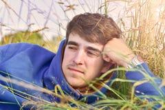 Ritratto del giovane all'aperto con lo spazio della copia Immagine Stock Libera da Diritti