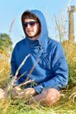 Ritratto del giovane all'aperto con lo spazio della copia Fotografie Stock Libere da Diritti