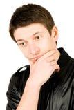 Ritratto del giovane che pensa, isolato su bianco Fotografie Stock