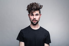 Ritratto del giovane in maglietta nera Immagine Stock Libera da Diritti