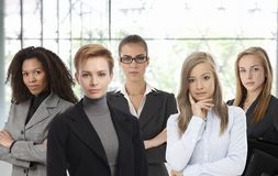 Donne di affari sicure all'ufficio Immagini Stock Libere da Diritti