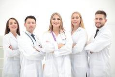 Ritratto del gruppo di colleghi sorridenti dell'ospedale che stanno togeth Fotografia Stock Libera da Diritti