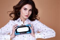 Ritratto del makeu organico cosmetico della bella donna castana sexy Immagini Stock
